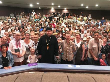 Протоиерей Олег Стеняев провел беседу с верующими Астрахани